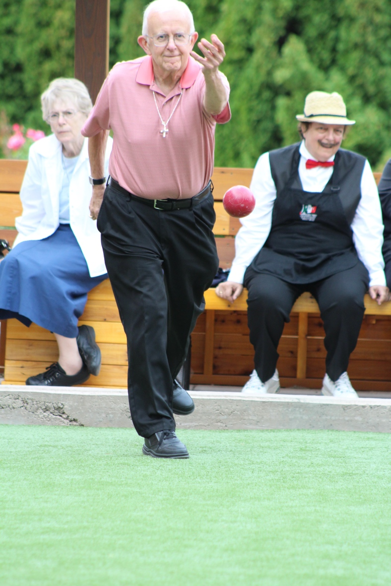 Archbishop Vlazny joins the SSMO singles bocce tournament 2015